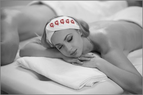 Il relax con la pressoterapia - modella sdraiata