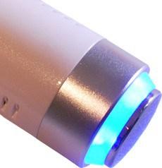 Il manipolo crio della radiofrequenza Mesis RF Beauty viene utilizzato per completare il trattamento del viso per una maggiore efficacia
